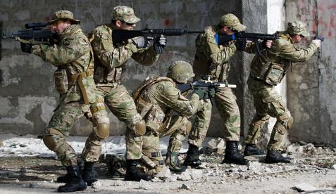 airsoft, paintball, milsim, militaire, colonne, assaut, cqb, closequarter, battle, battlezone, combat urbain, formation