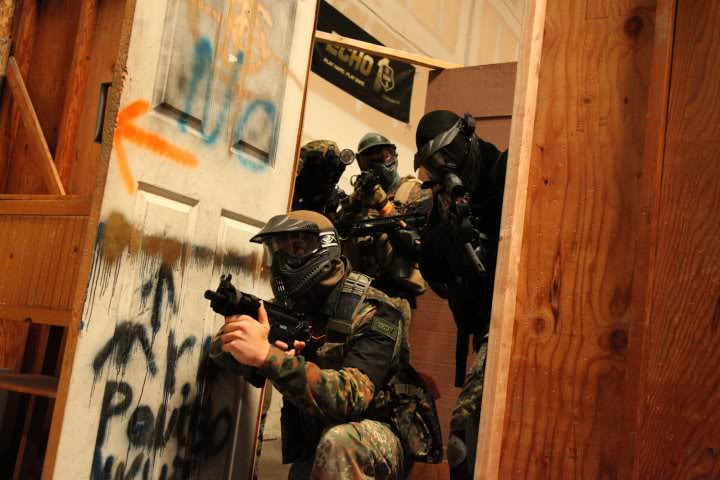 airsoft, paintball, milsim, militaire, colonne, assaut, cqb, closequarter, battle, battlezone, combat urbain, formation