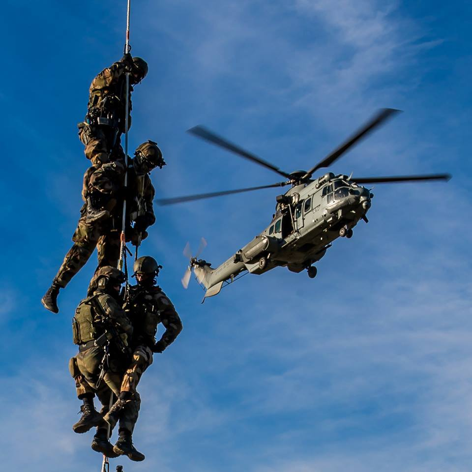ob_ac3c26_depose-des-commandos-par-grappes-photo-g-gesqui